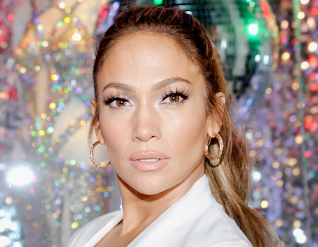 Jennifer Lopez S Makeup Artist Swears By These Face Wipes