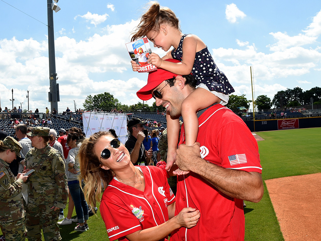 Jessie James Decker, Eric Decker, Vivianne Rose Decker
