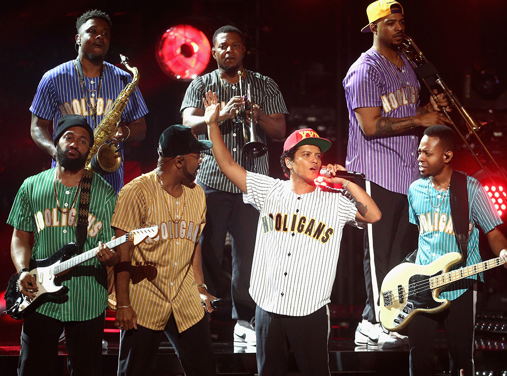 Bruno Mars, 2017 BET Awards, Show