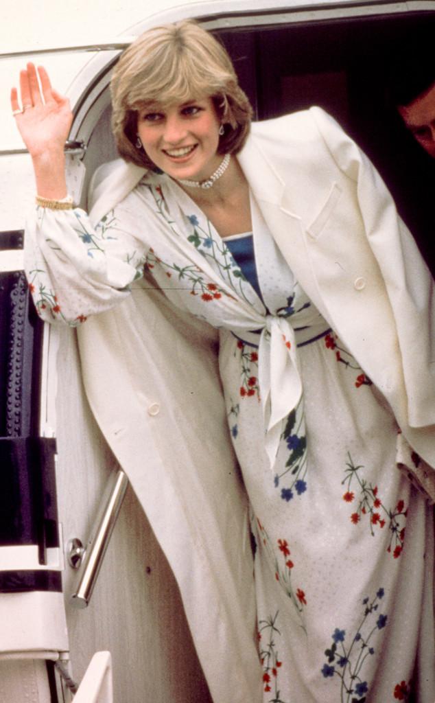 ESC: Princess Diana, Arms Out of Coat