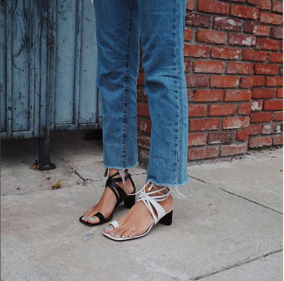 Sapatos de pares diferentes
