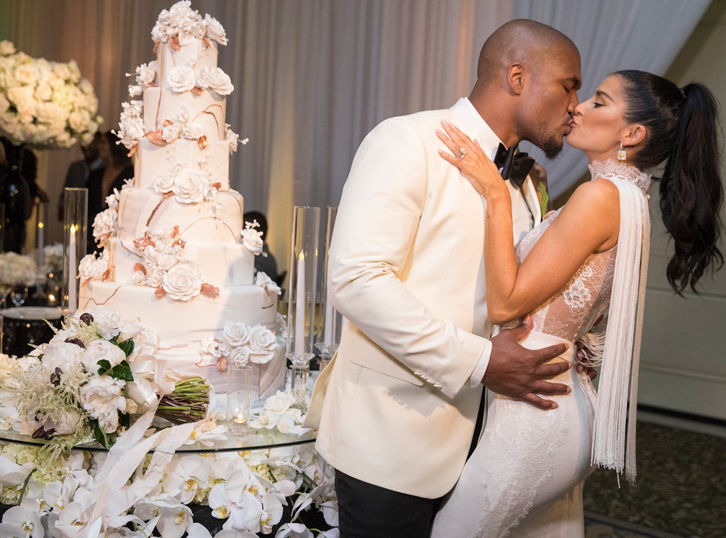 How To Save On Wedding Cake Costs
