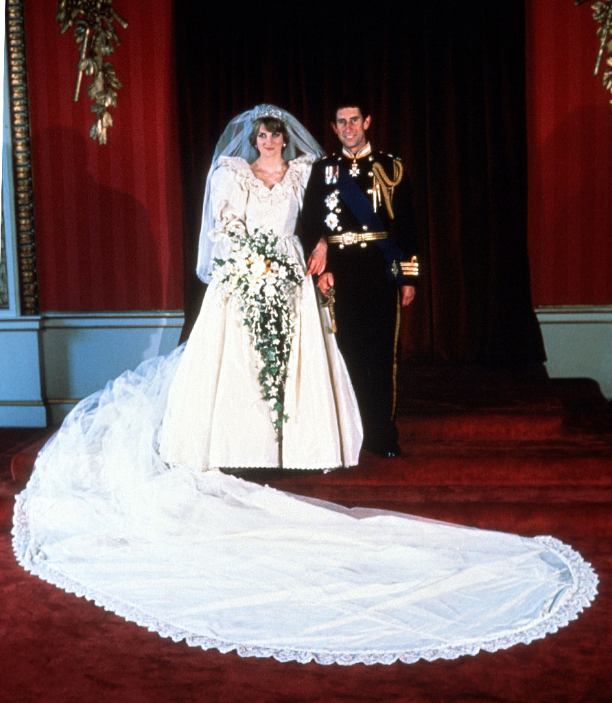 inside the epic story of princess diana s wedding dress e online princess diana s wedding dress