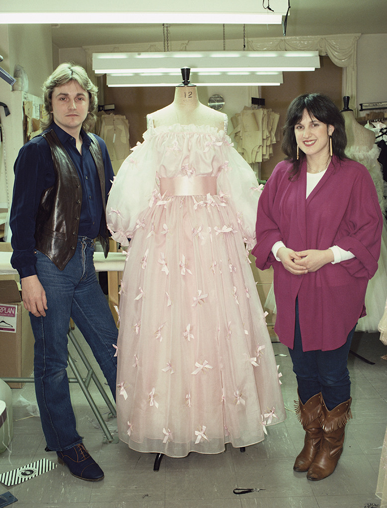 The Epic Story Of Princess Diana S Wedding Dress 3 Months 25 Feet