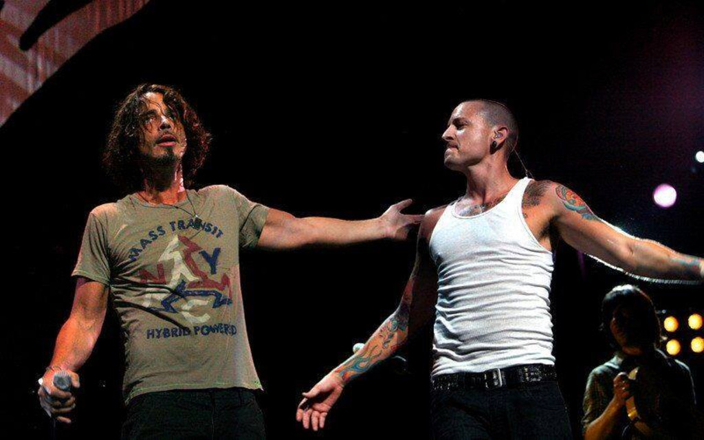 The Dark Side Of Linkin Parks Chester Bennington Battle With