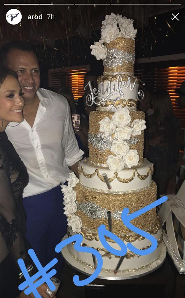 Jennifer Lopez Looks Smoking Hot As She And Alex Rodriguez