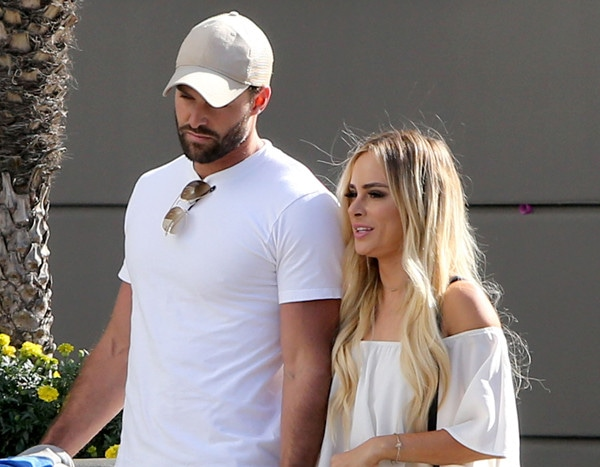 Rs 600 Amanda Stanton Robby Hayes New Couple Fit Around Crop Center Top Output Quality 90 Image Nick Buonfiglio