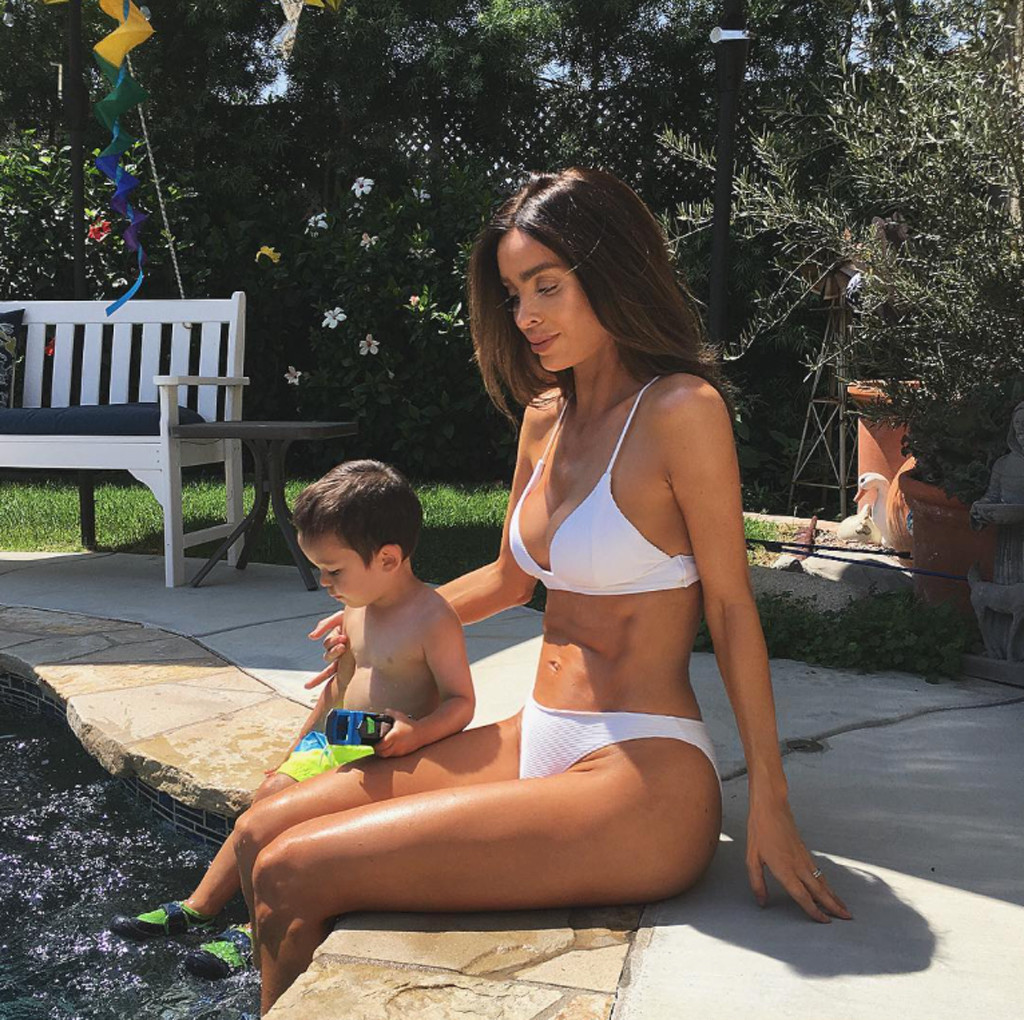 Six Pack Mom Sarah Stage Reveals Weight At Almost 8 Months