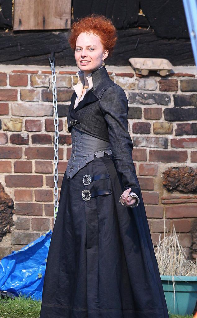 Margot Robbie Looks Unrecognizable As Queen Elizabeth I On The Set