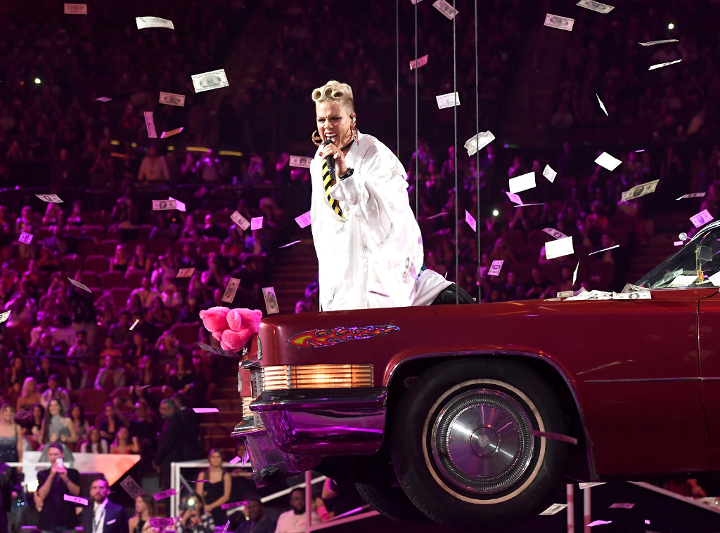 Pink, MTV Video Music Awards 2017, Show