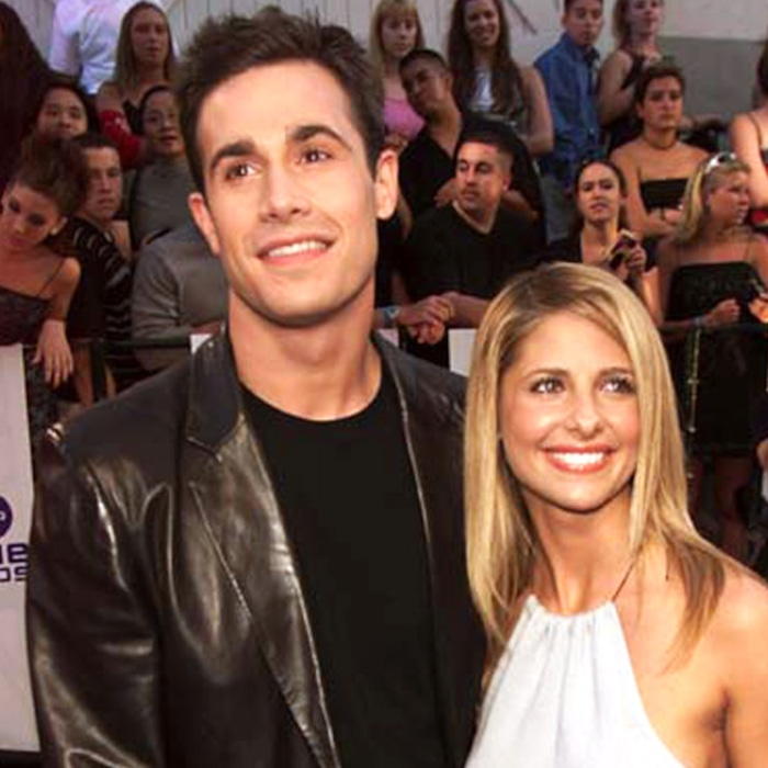 Here S Proof That Sarah Michelle Gellar And Fred Prinze Jr 15 Year Marriage Is Sweeter Than Ever E News