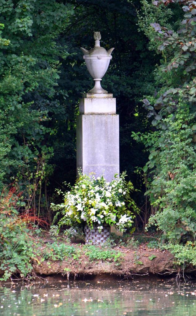 Princess Diana, Urn Statue