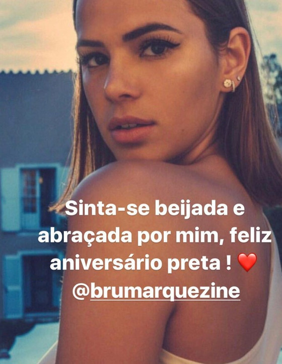Bruna Marquezine, Rafaella Santos, Stories