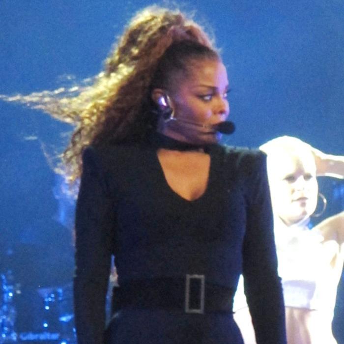 Janet Jackson Breaks Down in Tears as She Sings