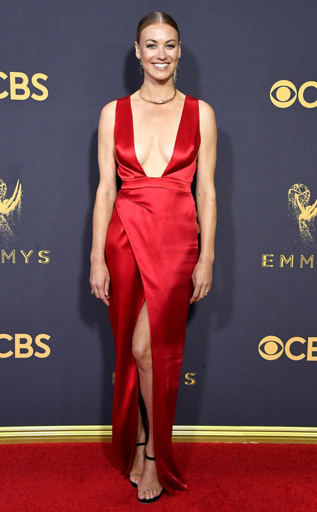 ESC: Yvonne Strahovski, 2017 Emmy Awards, Arrivals, Julien Macdonald