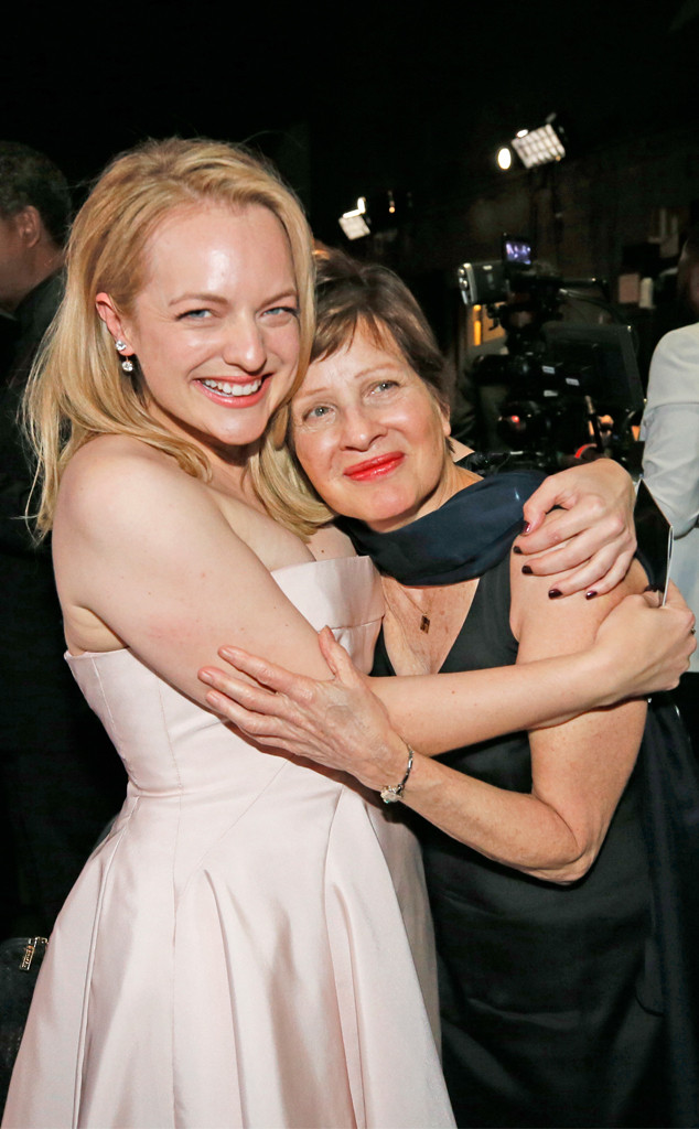 Elisabeth Moss, mom Linda Moss, 2017 Emmys, Candids