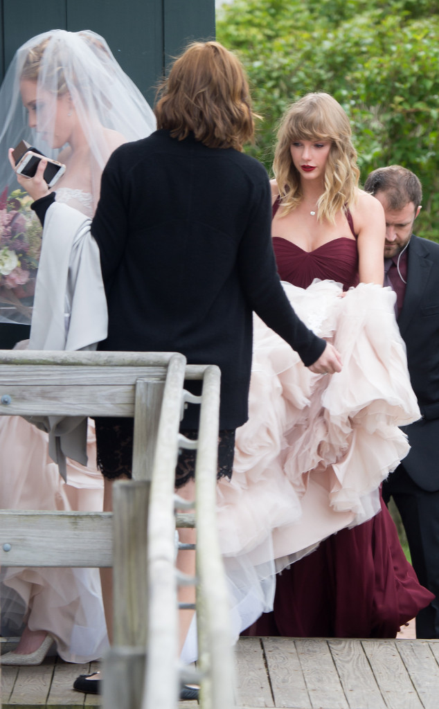 Taylor Swift Lends A Helping Hand At Bff Abigail Anderson S Wedding E Online