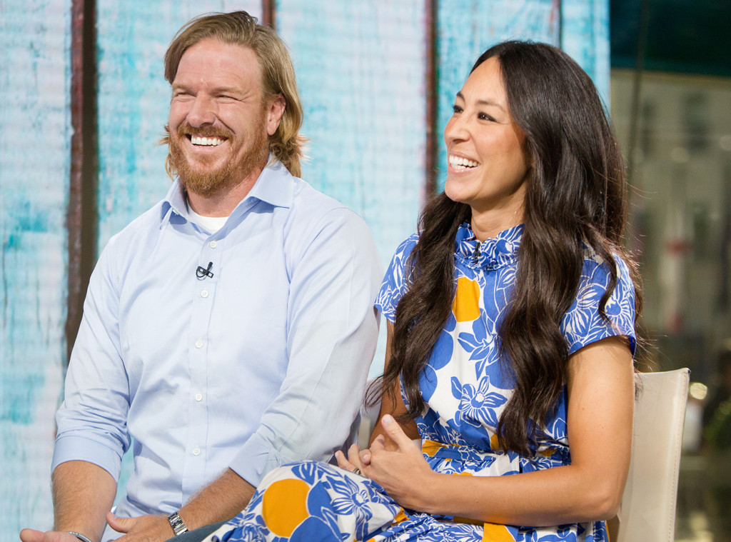 why fixer upper 39 s chip and joanna gaines are choosing family over fame e news. Black Bedroom Furniture Sets. Home Design Ideas