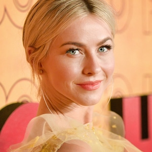ESC: Julianne Hough, Must Do Monday