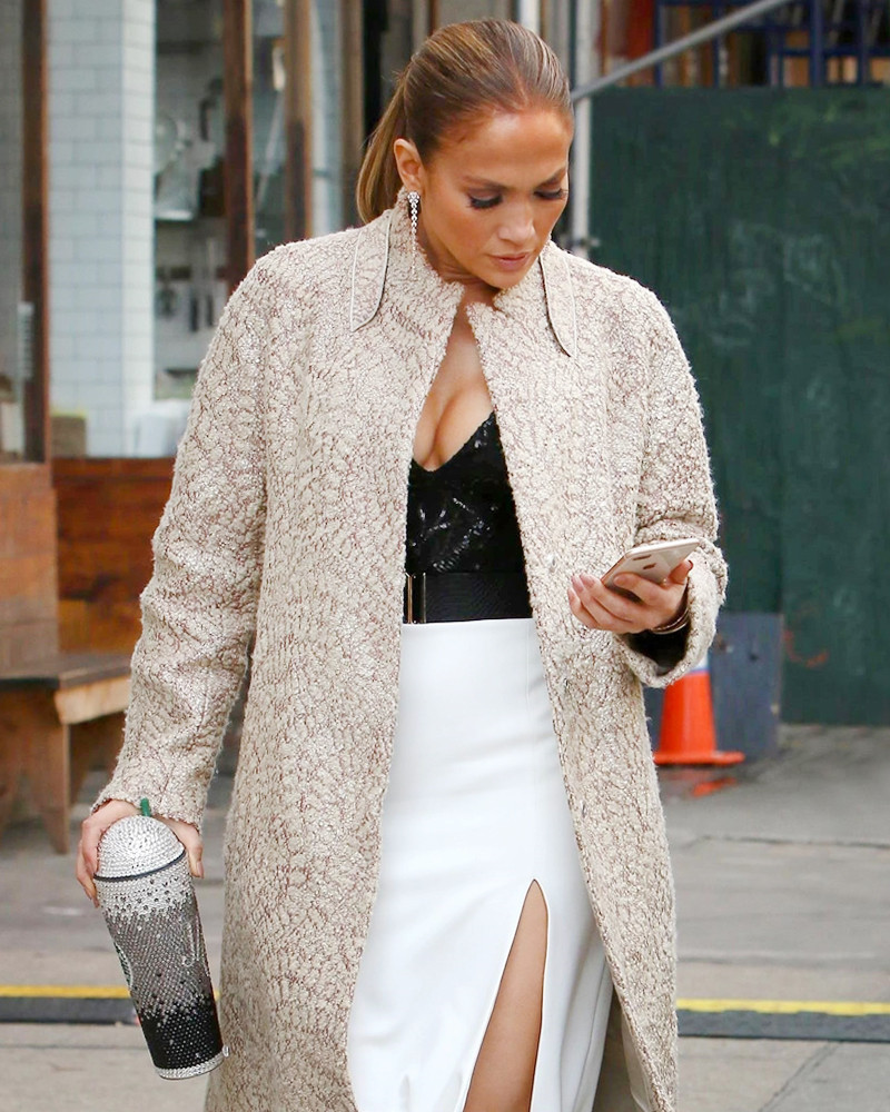 ff01378f729 Jennifer Lopez's Bedazzled Starbucks Cup Is the Best Accessory Ever ...