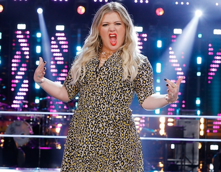 Kelly Clarkson Is A Voice Coach Because She Loves The