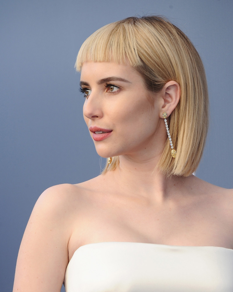 Emma Roberts Reveals Blunt Bangs At 2018 Critics Choice