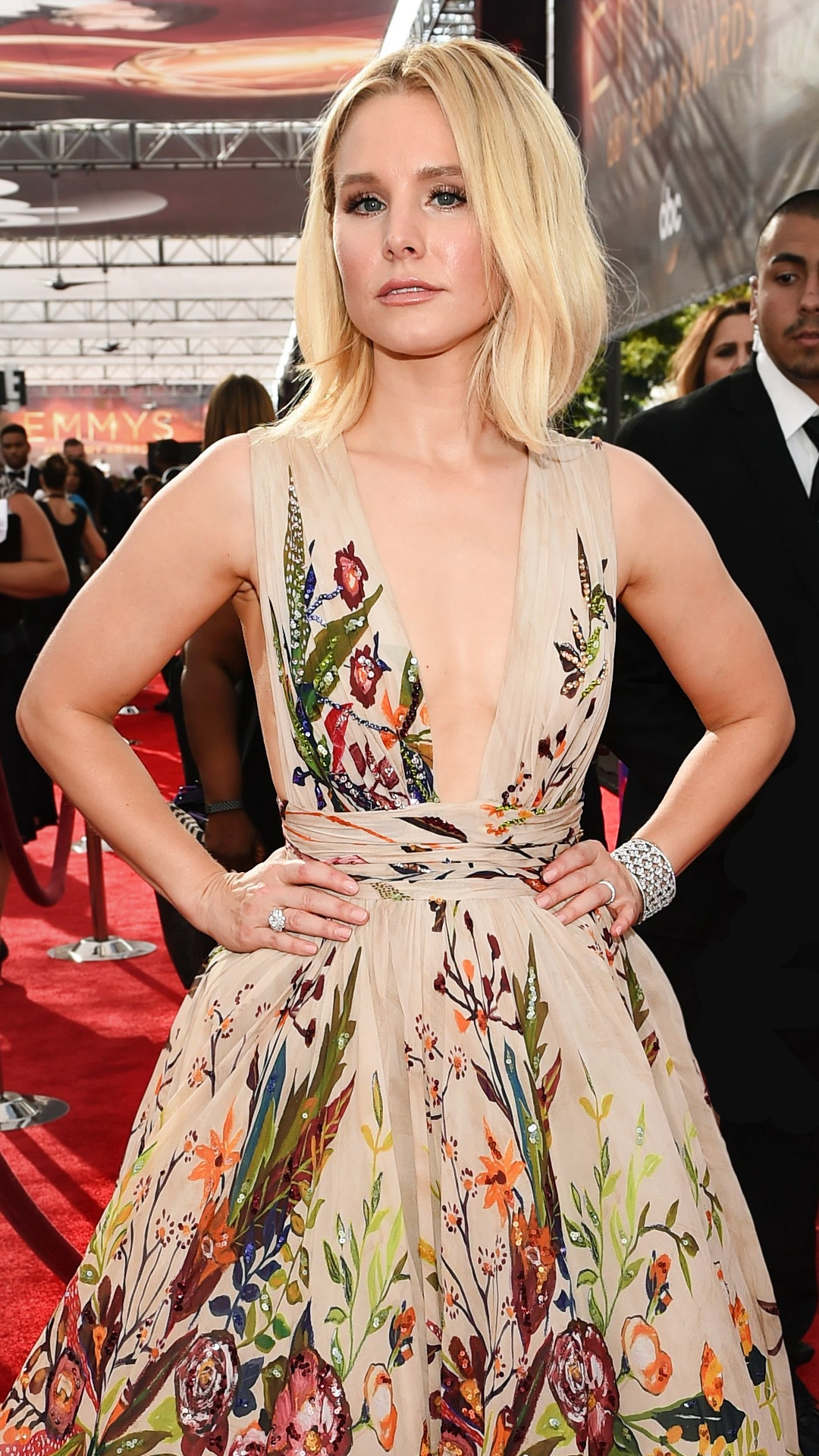 ESC: Kristen Bell , 2016 Emmy Awards, Arrivals, Best Ever
