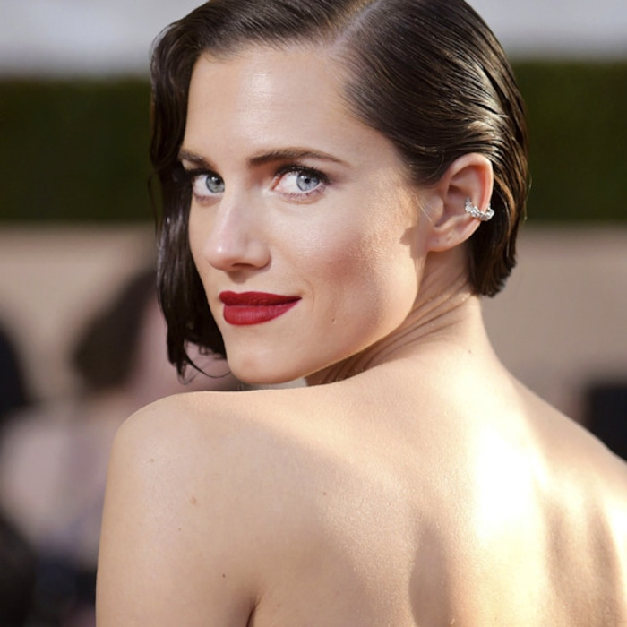 Allison Williams Wore 6 Lipstick To Sag Awards 2018 E News Uk