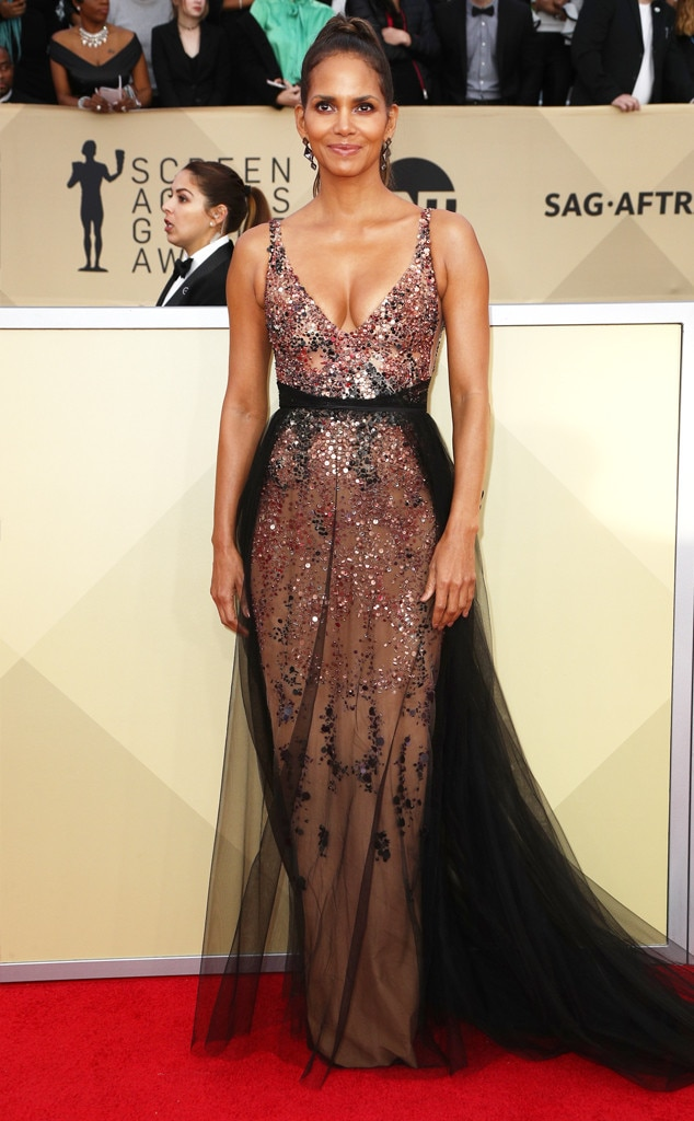 Halle Berry From 2018 Sag Awards Red Carpet Fashion E News