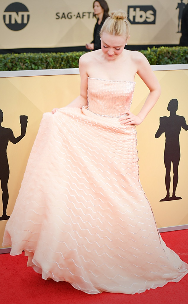 ESC: SAG Trends, Dakota Fanning