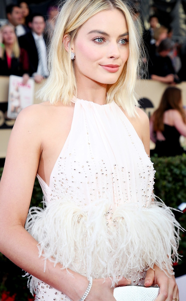 ESC: Margot Robbie, SAG Accessories