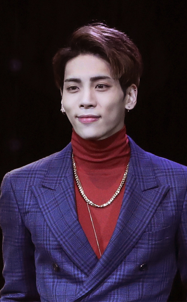twitter reacts after shinee 39 s jonghyun is left out of 2018 grammys in memoriam tribute e news. Black Bedroom Furniture Sets. Home Design Ideas