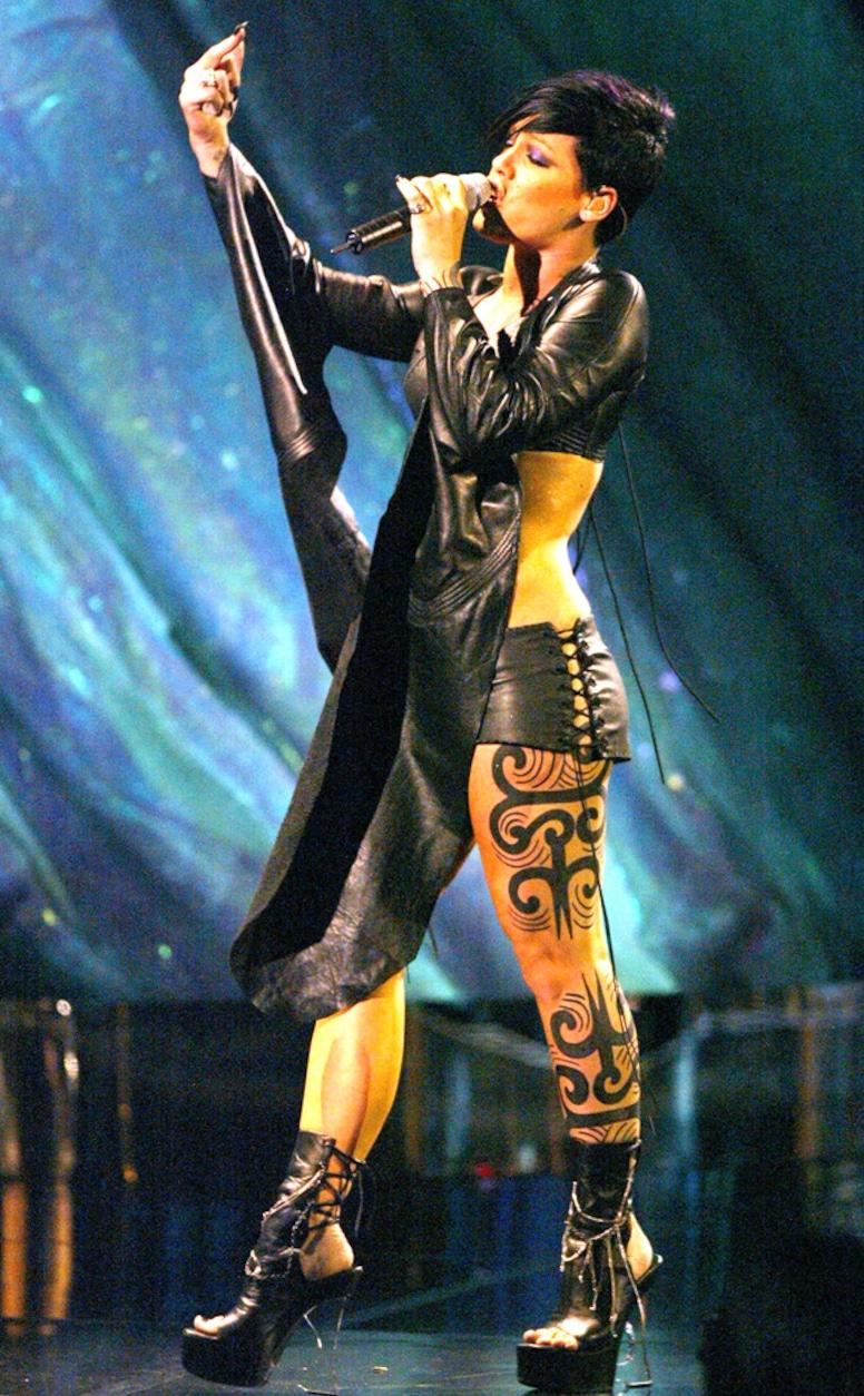 Pink, MTV VMA, 2002