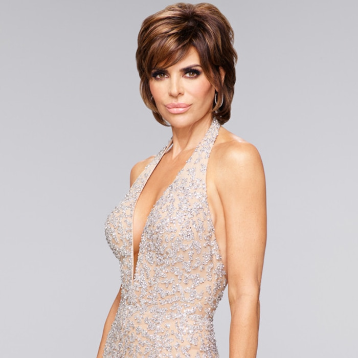 Lisa Rinna Swaps Her Signature Shag for Longer Hair After 19 Years ... 36f023748