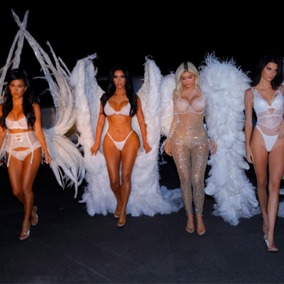 Kardashian Jenner Halloween 2020 Angels Kendall Jenner Flaunts Her Booty in Throwback Halloween Photo   E