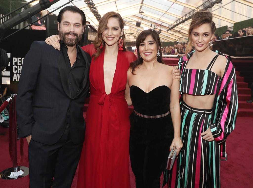 Tim Rozon, Melanie Scrofano, Emily Andras, Katherine Barre, 2018 Peoples Choice Awards, PCAs