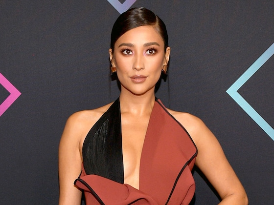Shay Mitchell Shares Empowering Photo Of Her Breastfeeding Daughter Atlas