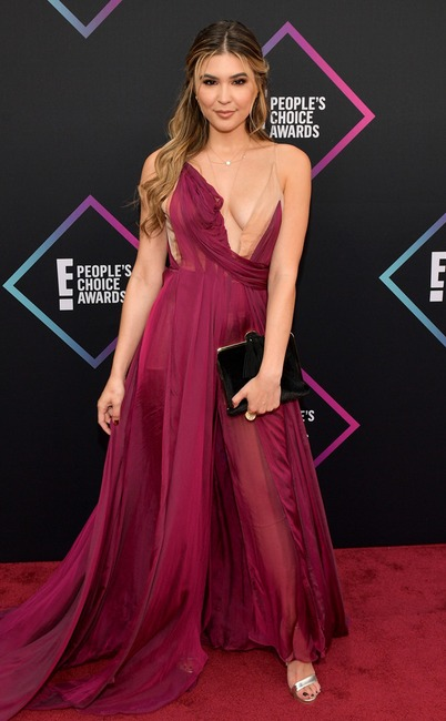 Cathy Kelley, 2018 Peoples Choice Awards, PCAs, Red Carpet Fashions