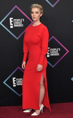 Betty Gilpin, 2018 Peoples Choice Awards, PCAs, Red Carpet Fashions