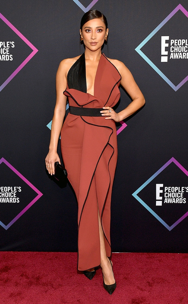 Shay Mitchell, 2018 Peoples Choice Awards, PCAs, Red Carpet Fashions