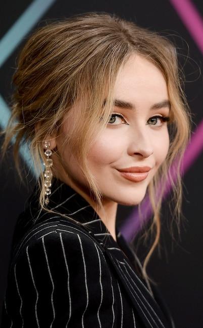 ESC: Sabrina Carpenter, 2018 E! People's Choice Awards Beauty
