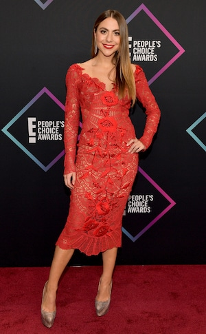 Claudia Vergara, 2018 Peoples Choice Awards, PCAs, Red Carpet Fashions