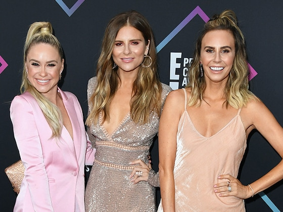 So Did <i>LADYGANG</i>'s Becca Tobin End Up Streaking at the 2018 People's Choice Awards?