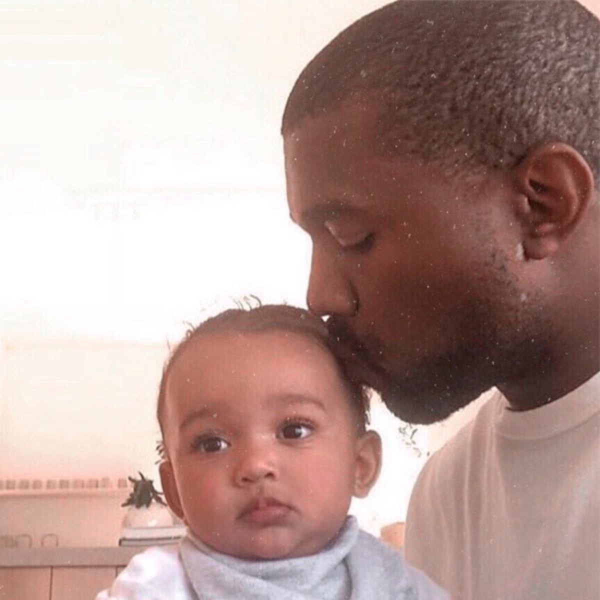 Chicago West encanta a todos dançando em ensaio de Kanye West - E! Online Brasil