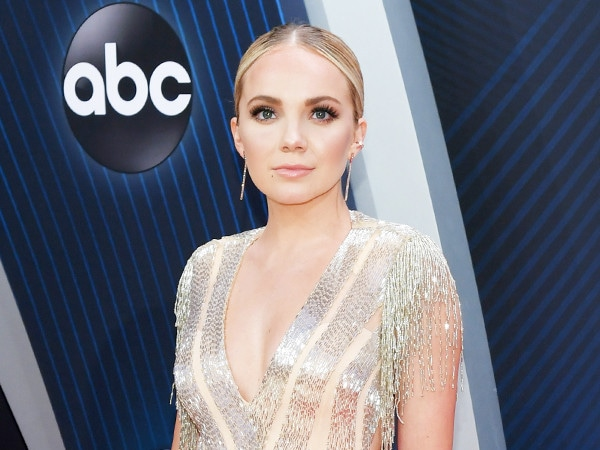 CMA Awards 2018 Red Carpet Fashion: See Every Look as the Stars Arrive