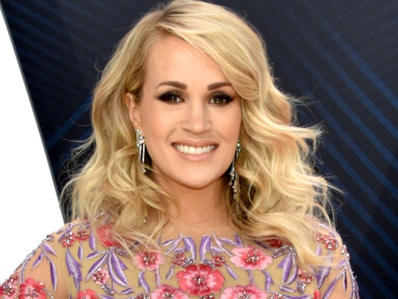 Carrie Underwood Reveals Sex of Baby No. 2 at CMA Awards