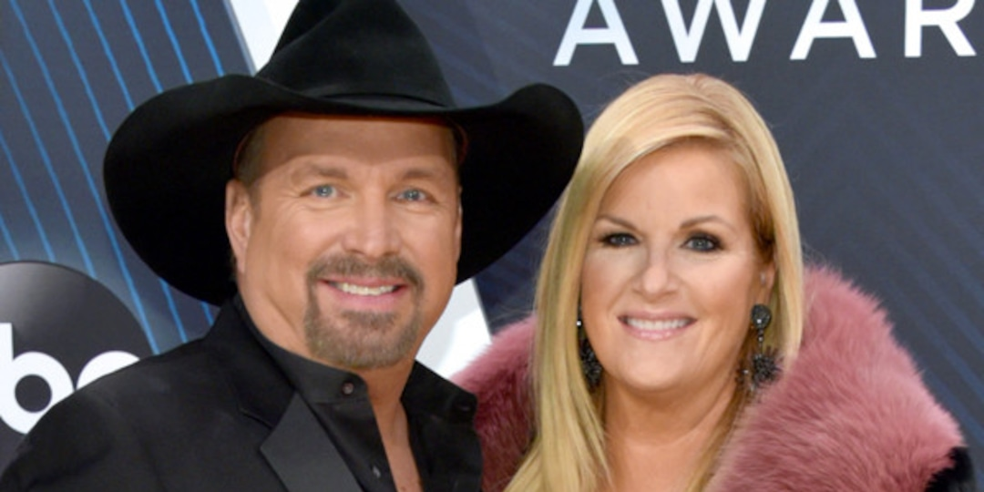 """Read Garth Brooks' Message to """"Queen"""" Trisha Yearwood as She Tests Positive for COVID-19 - E! Online.jpg"""