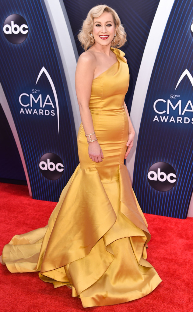 CMA Awards 2018 Riskiest Looks on the Red Carpet: Kellie Pickler, Cassadee Pope and More