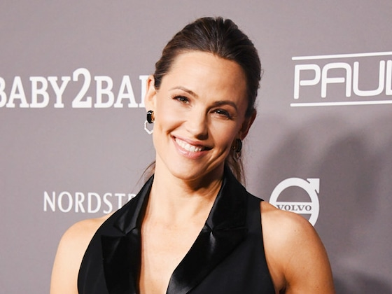 Jennifer Garner Stuns for Mom's Night Out and More Best Dressed Stars