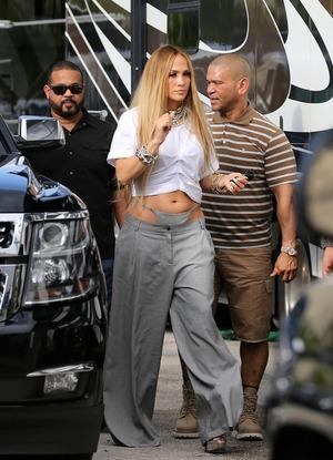 El raro y poco favorecedor pantalón de Jennifer Lopez